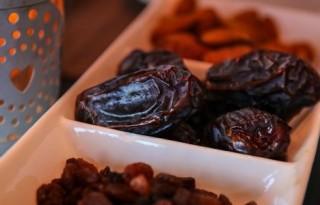 raisins-and-dates-2291592-780x300